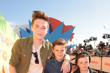 Cruz Beckham Romeo Beckham Nickelodeon's 28th Annual Kids' Choice Awards - Red Carpet