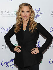 The singer sported long blonde curls with a black blazer. The polished look brightened her ensemble and highlighted her blue eyes.