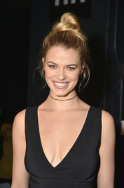 Hailey Clauson attended the Cushnie Et Ochs fashion show rocking a loose top knot.