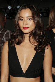 Jamie Chung wore her hair in oh-so-pretty curls during the Cushnie et Ochs fashion show.