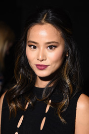 Jamie Chung was sweetly coiffed with this half-up wavy 'do at the Cushnie et Ochs fashion show.