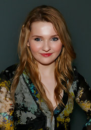 Abigail Breslin attended the Cynthia Rowley fall 2012 fashion show wearing her long golden tresses in subtle messy waves.