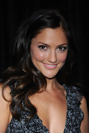 Minka Kelly's flowign curls look absolutely radiant and are a nice style which doesn't look too formal.