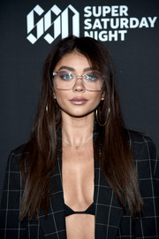 Sarah Hyland wore her hair down in a stylish straight 'do at DIRECTV Super Saturday Night 2019.