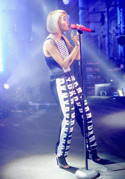 More Pics of Rita Ora Bob (3 of 75) - Rita Ora Lookbook - StyleBistro [rita ora,performance,music artist,entertainment,music,performing arts,musician,singing,singer,microphone,stage,birthday bash,dkny25 birthday bash,nyc]