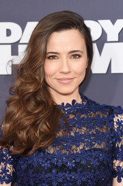 Linda Cardellini looked downright lovely wearing this curly side sweep at the New York premiere of 'Daddy's Home.'