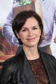 Elizabeth Vargas opted for a simple short 'do when she attended the New York premiere of 'Daddy's Home.'