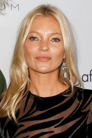 Kate Moss sported a center-parted 'do with barely-there waves at the 2019 Fashion Media Awards.