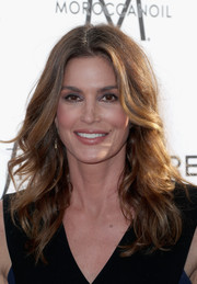 Cindy Crawford framed her gorgeous face with high-volume waves for the Fashion Los Angeles Awards.