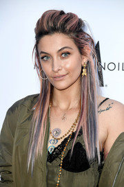 Paris Jackson was punk-glam at the 2018 Fashion Los Angeles Awards wearing this messy half-up hairstyle.