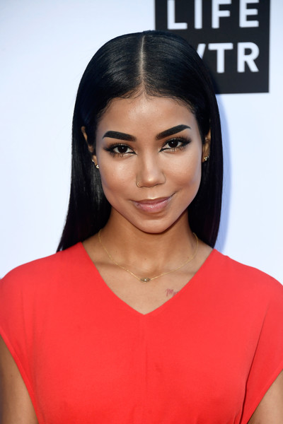 Jhene Aiko sported a slick center-parted 'do at the 2018 Fashion Los Angeles Awards.