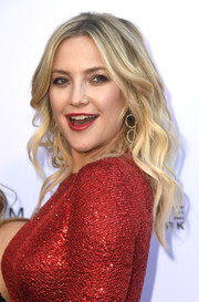 Kate Hudson wore her hair in boho waves at the 2019 Fashion Los Angeles Awards.