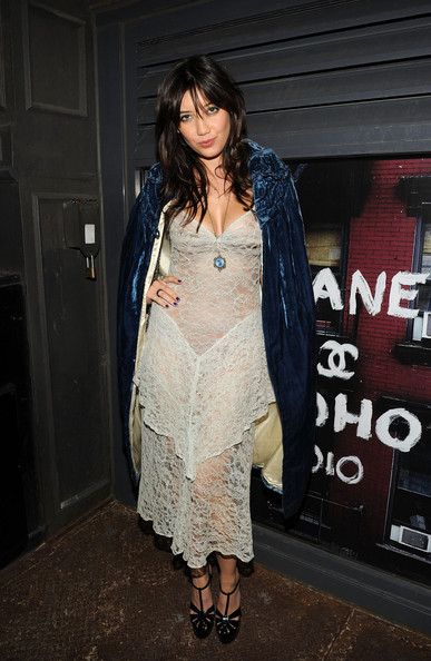 Daisy Lowe Cape [clothing,fashion,dress,fashion design,outerwear,footwear,black hair,textile,street fashion,jacket,daisy lowe,karl lagerfeld,arrivals,chanel dinner,new york city,82 mercer,chanel,dinner]