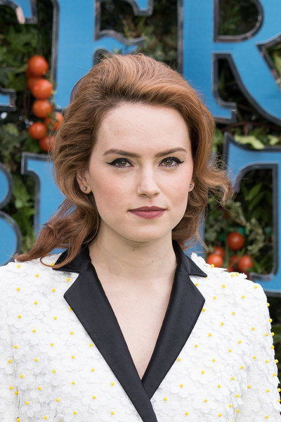 Daisy Ridley Cat Eyes [hair,hairstyle,eyebrow,beauty,lip,blond,brown hair,makeover,long hair,smile,red carpet arrivals,daisy ridley,peter rabbit,uk,england,london,vue west end,gala premiere,uk gala screening]