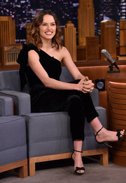 Daisy Ridley visited 'Jimmy Fallon' looking chic in a one-shoulder velvet jumpsuit by Ulla Johnson.
