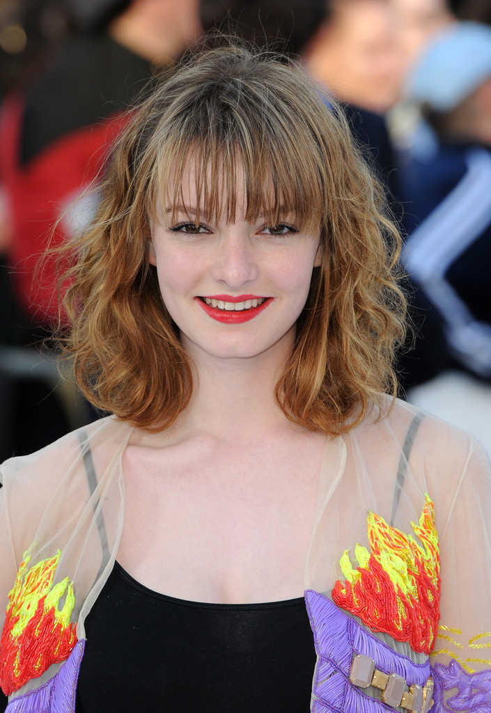 Dakota Blue Richards Looks Stylebistro