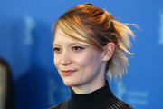 Mia Wasikowska styled her hair into a messy updo with side-swept bangs for the 'Damsel' photocall during Berlinale.