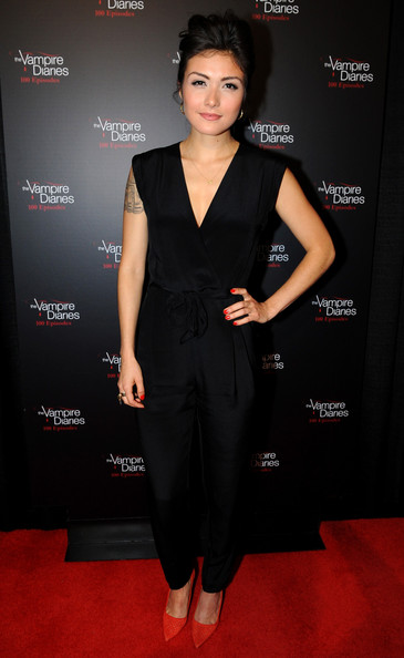 Daniella Pineda Clothes