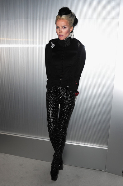 Daphne Guinness Skinny Pants [haute couture s/,black,fashion model,fashion,fashion accessory,tights,pattern,design,girl,outerwear,polka dot,daphne guinness,front row,part,chanel haute-couture spring,grand palais,paris,chanel,paris fashion week,summer 2012 show]