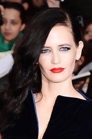 Eva Green styled her hair by simply sweeping her long luxuriant mane over one shoulder.