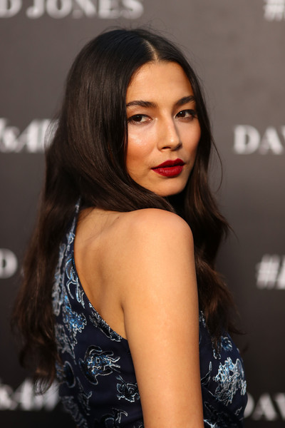 Jessica Gomes was hippie-glam with her center-parted waves at the David Jones Autumn 2017 collections launch.