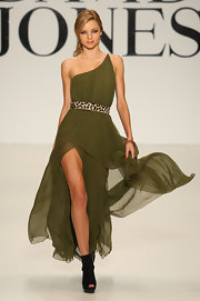 Miranda Kerr rocked an olive green chiffon gown with a leopard print waist belt on the runway.