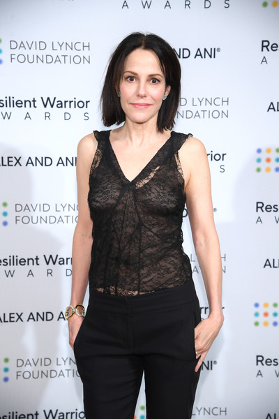More Pics of Mary-Louise Parker Skinny Pants (16 of 18