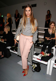Amber Le Bon opted for a casual gray knit top when she attended the Holly Fulton fashion show.