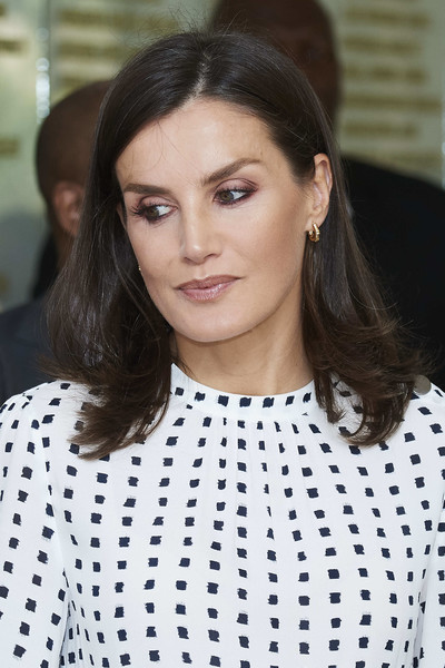 Queen Letizia accessorized with a pair of small gold hoops.