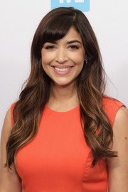 Hannah Simone was a cutie at the WE Day celebration dinner with her long waves and side-swept bangs.