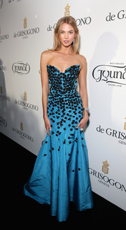 Karlie Kloss was a sight to behold in her embellished blue Oscar de la Renta strapless gown at the De Grisogono party in Cannes.