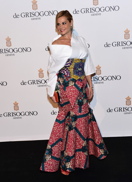 Simona Ventura looked ultra sophisticated in a white kimono top and printed mermaid skirt.