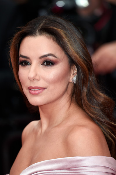 Eva Longoria kept it simple with this long center-parted 'do at the 2019 Cannes Film Festival opening ceremony.