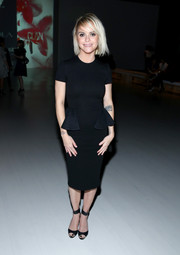 Taryn Manning chose a pair of black peep-toe ankle-cuff heels to complete her timeless look.
