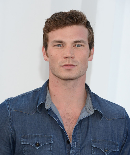 Derek Theler Clothes