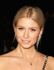 Lena Gercke kept it casual with this loose, center-parted ponytail at the Desigual fashion show.