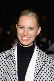 Karolina Kurkova kept it simple with this sleek side-parted ponytail when she attended the Desigual fashion show.