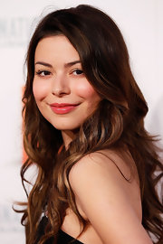 Miranda Cosgrove's brunette locks looked super romantic with these soft beachy waves.