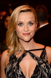Reese Witherspoon looked oh-so-lovely with her wavy side-sweep at the premiere of 'The Devil's Knot.'