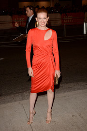 Mireille Enos complemented her modern dress with a pair of elegant gold evening sandals by Jimmy Choo.