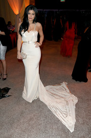 Kylie Jenner paired a pearlescent clutch by Edie Parker with a flowing fishtail gown for the 2015 Diamond Ball.