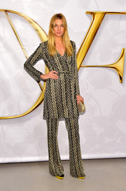 Jessica Hart attended the Diane von Furstenberg fashion show wearing a chain-patterned wrap dress.