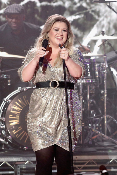Kelly Clarkson looked perfectly festive in a gold sequin dress during Dick Clark's New Year's Rockin' Eve.