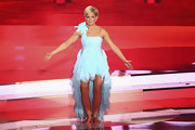 Helene Fischer outdid Tinkerbell with this pastel blue one-shoulder fishtail dress.