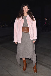 Eleonora Carisi styled her outfit with tan ankle boots, which coordinated perfectly with her belt bag.
