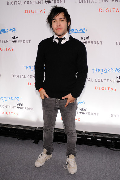 Pete mixed classic and trendy pieces while at a New York event. He completed his look with canvas, lace-up sneakers.