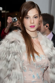Elettra Wiedemann looked very feminine at the Dior fashion show with her berry lipstick.