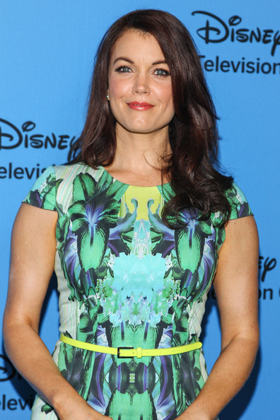 More Pics of Bellamy Young Print Dress (1 of 4) - Print Dress Lookbook - StyleBistro