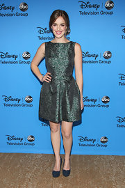 Elizabeth donned this eye-catching green and silver metallic frock at the 2013 Summer TCA Tour.