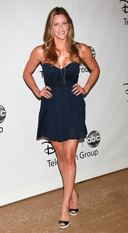 Jill Wagner wore her golden blond locks center-parted and in soft chest length waves.